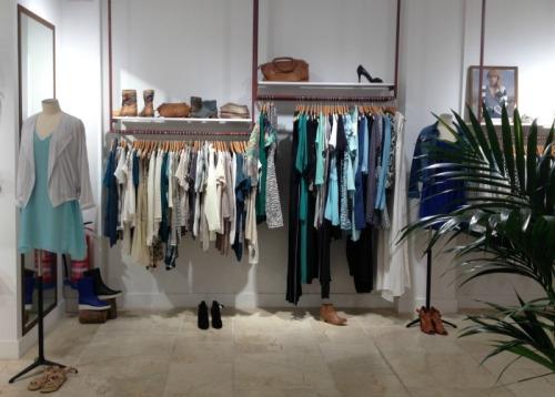 Me encanta cómo está organizado el espacio por marcas!!! :)
