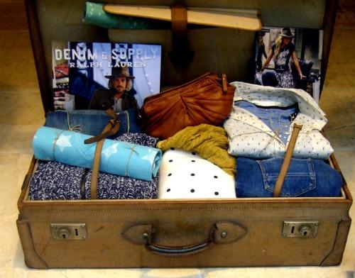 Maleta con prendas de Denim&Supply de Ralph Lauren