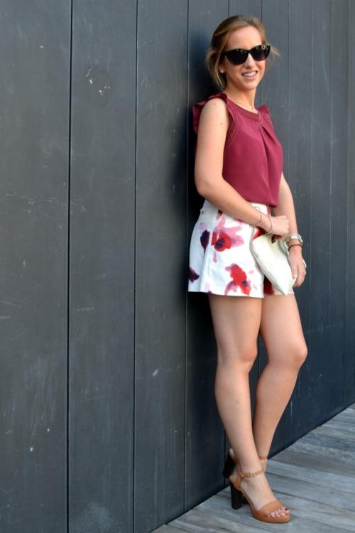 Shorts Flores rojos granates zara terraza alhóndiga 4
