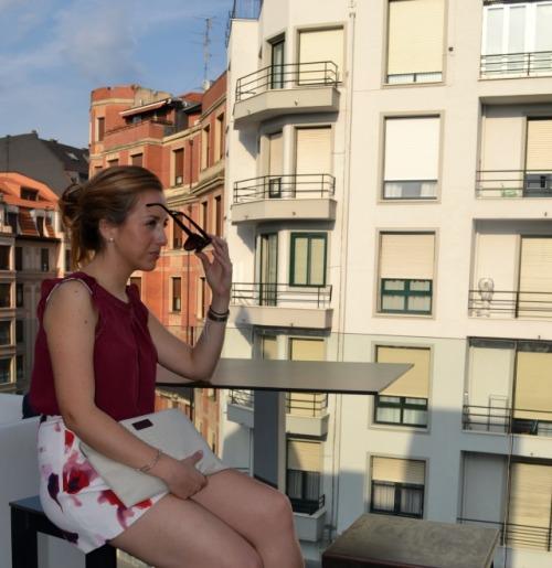 Shorts Flores rojos granates zara terraza alhóndiga 5