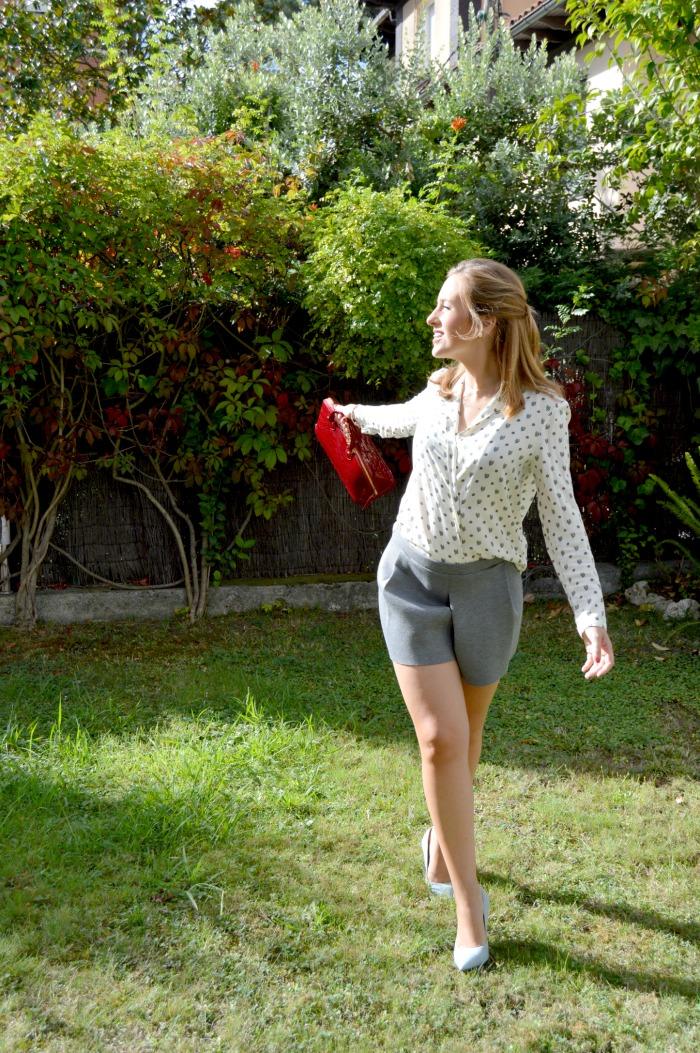 shorts grises zara camisa smoking louis vuitton alma granate zapatos tacón azul