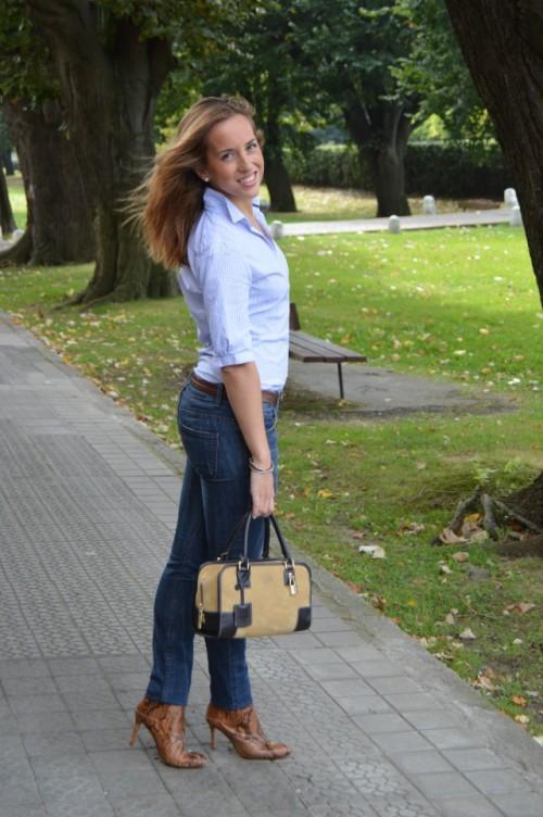 jeans zara bolso amazona loewe beige camisa rayas uterqüe cinturón cuero abercrombie and fitch botines pitón zara