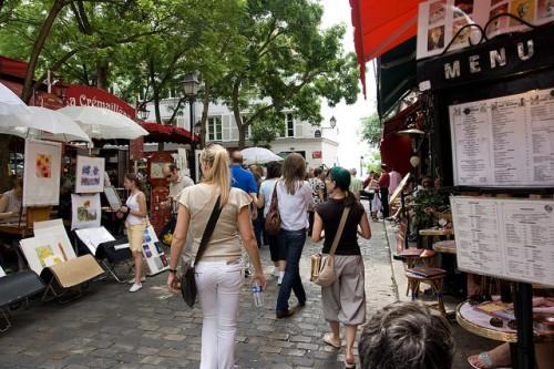 Montmartre place du tertre moulin rouge peintres café des deux moulins