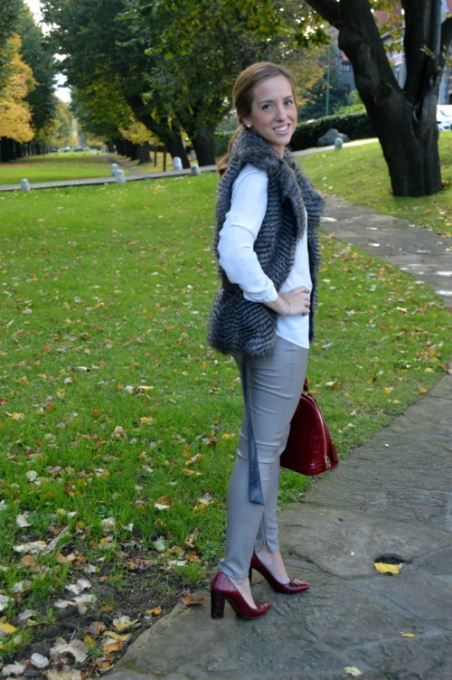 chaleco pelo pantalon cuero gris bolso alma granate monogram zapatos uterqüe granate
