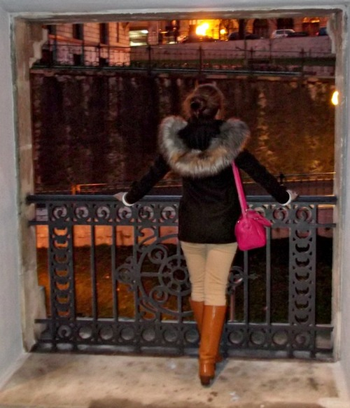 abrigo pelo parka trenca zara botas beige jersey cuello vuelto blanco bolso rosa fucsia purificación garcía moda fashion bilbao vizcaya