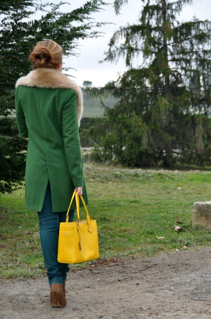 Bolso Heritage Loewe Amarillo Abrigo verde zara pantalon verde massimo dutti estola pelo beige zara fashion girl look