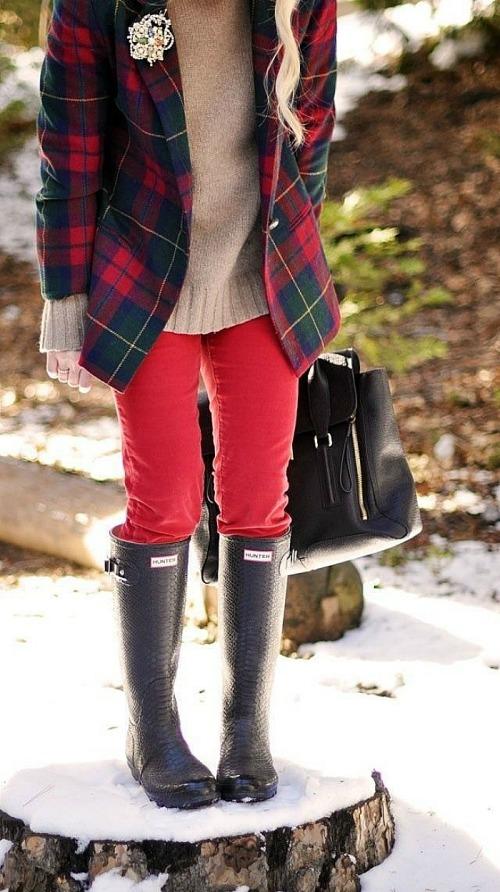 Hunter boots negras con pantalón rojo