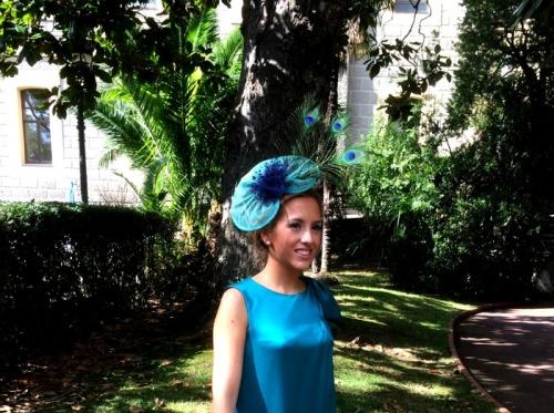Tocado Verde Azul Pluma pavo real Vestido verde tul azul plumetti Tocado pamela look boda