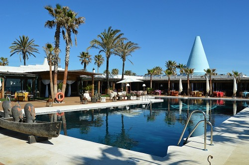 club de playa trocadero sotogrande cucurucho beach club cadiz piscina pool